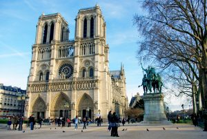 Notre-Dame-Cathedral-Christmas-2015-01-©-French-Moments