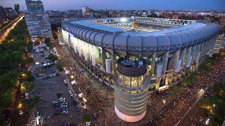 نمای بیرونی استادیوم سانتیاگوبرنابئو اسپانیا